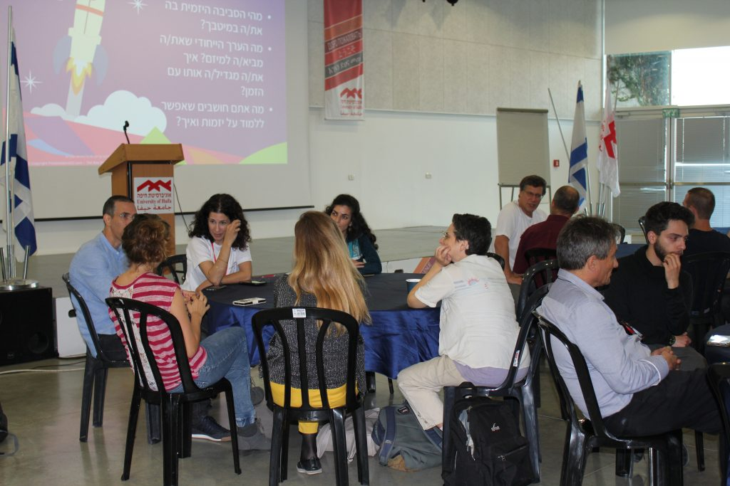 דיון בקבוצות אירוע פתיחה